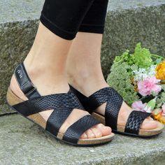 70278a74ec0e Clarks sandal Perri Dunes