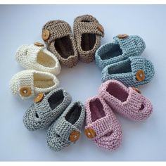 Keelan – Chunky Strap Baby Shoes Knitting pattern by Julie Taylor – Baby For look here Baby Booties Knitting Pattern, Knit Baby Shoes, Baby Shoes Pattern, Cute Baby Shoes, Chunky Knitting Patterns, Christmas Knitting Patterns, Arm Knitting, Double Knitting, Knitting Socks