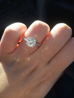 Show me your round 1-1.5 carat engagement rings!!! - Weddingbee