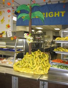 This incredible eye-appealing SCHOOL food art is from Peggy Hamby, Director of Food Service & Nutrition in Morgan Country Schools, Tennessee, and the very creative folks in this rural school district. We love the way that they went BANANAS.