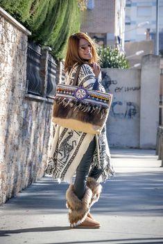 Shoping Bag Boho de Piel Shoping bag, boho, chic, fabricado en piel, plumas y apliacaciones tutchi diseñado por yolanda f aguilera hippie, bohemian bag, bolso hippie gypsy.  Complementos, fabricado en España #loliteando