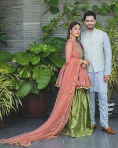Awesome Eid Photos of Ayeza Khan and Danish Taimoor with their Kids Simple Pakistani Dresses, Pakistani Fashion Casual, Pakistani Wedding Outfits, Pakistani Dress Design, Pakistani Couture, Indian Dresses, Asian Fashion, Fancy Wedding Dresses, Party Wear Dresses