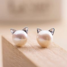Girls of course love pearls, but most of them love kitties too!Combining the cuteness of sweet little kitty cat ears and the luster of a single pearl bead, these cat stud earrings are a top pick for pet parents and friends of felines alike.   They're trendy, they're super cute and they're easy to wear thanks to the simple push back design. Better yet, you know you can depend on these cat lover's earrings to look great season after season.   The post and the frame is made ou...