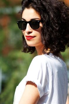 Red lips with casual t-shirt, nice contrast for everyday
