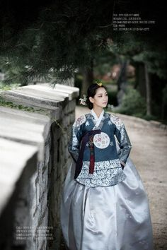 Hanbok, Korean traditional clothes I want to wear EXACTLY like this one. Such a beauty!