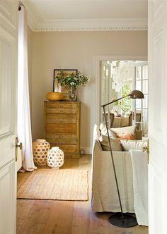 Entrada salón con suelo de madera