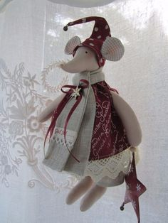 The Mouse in the House meets the elf on the shelf Christmas Projects, Christmas Crafts, Christmas Ornaments, Christmas Sewing, Christmas Diy, Hobbies And Crafts, Diy And Crafts, Tilda Toy, Rena
