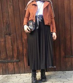 Winter brand new hijab styles – Just Trendy Girls - Season Outfits Modern Hijab Fashion, Street Hijab Fashion, Hijab Fashion Inspiration, Muslim Fashion, Modest Fashion, Look Fashion, Fashion Outfits, Stylish Hijab, Casual Hijab Outfit