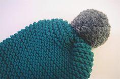 Bonnet en laine mérinos Pierre, Feuille, Ciseau !  http://www.alittlemarket.com/chapeau-bonnet/fr_bonnet_en_laine_merinos_de_belle_couleur_emeraude_et_gris_anthracite_a_pompon_-11120263.html