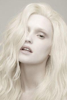 model Beata V. @ UNO BCN photographed by Javier Garceche & Luis de las Alas for NEO 2 issue October 2011