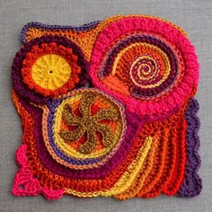 Freeform crochet square. In French.