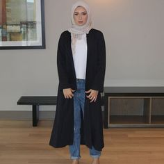 Feeling dope in this long navy coat. The material and cut is so elegant! Get yours from @newborndesignn who's also on @souqina_app! Search their Souq to make your purchase and ask for the 10% discount :)