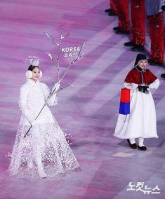 Korean Fashion – How to Dress up Korean Style – Designer Fashion Tips Korean Traditional Dress, Traditional Fashion, Traditional Dresses, Korean Dress, Korean Outfits, Korea Fashion, Asian Fashion, Modern Hanbok, Korean Winter