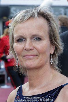 Marleen Houter 11-12-1961 Nederlandse presentatrice en was daarvoor topturnster in de periode 1976-1980 en werd Nederlands kampioen paardspringen.  Daarna ging Marleen bij de Telegraaf aan de slag, op de sportredactie. Marleen werkte daarna bij RTL-Véronique, later bij RTL 4 en 5. Eerst als verslaggeefster. In 2014 werd ze commentator bij Eurosport.  https://youtu.be/Xm0teQztopA