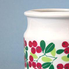 Scandinavian Arabia Finland Ulla Procope -- would love this! Vintage Crockery, Vintage Ceramic, Vintage Kitchen, Jar Design, Simple Furniture, Jam Jar, Ceramic Artists, Scandinavian Design, Finland