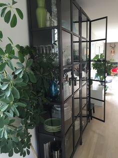 Indretning, glasskab, vitrineskab Cabinets, Doodles, Industrial, Rooms, House Design, Living Room, Future, Decoration, Interior