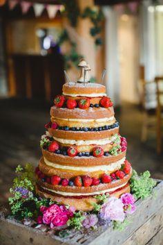 wedding cake nu aux fruits