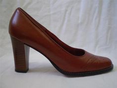 VINTAGE 80S WINGTIP PUMP MW Collection Brown Leather Stack Wood Heel 7 AA Narrow
