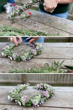DIY // tie flower wreath - Home Page Corsage Wedding, Wedding Bouquets, Wedding Crafts, Diy Wedding, Wedding Ideas, Deco Floral, Floral Design, Diy Wreath, Wreaths