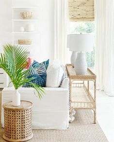 Beach Living Room, Coastal Living Rooms, Home Living Room, Living Room Decor, Bright Living Rooms, White Couch Living Room, Living Room Seating, Style At Home, D House