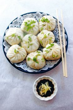 Filled with pork, mushrooms and ginger, this Baozi or stuffed pork bun recipe is a really authentic Chinese pork bun recipe. Read more (Chinese Recipes Authentic) Chinese Pork, Pork Buns, Bun Recipe, Baozi Recipe, Asian Cooking, Stuffed Pork, Aesthetic Food, Food Cravings, Street Food