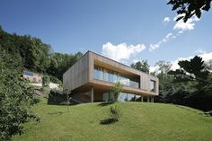 Haus DB Klaus — ARCHITEKTUR Jürgen Hagspiel Style At Home, Concrete Wood, House On A Hill, Modern House Design, Shed, Outdoor Structures, Cabin, Mansions, House Styles