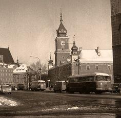 Plac Zamkowy w 1976 roku.     Fot. Grażyna Rutowska.  Zdjęcie jest własnością NAC.
