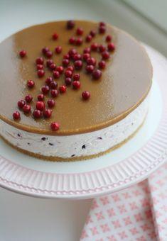Juustokakku puolukasta ja suolakinuskista - Lunni leipoo Cakes And More, Tiramisu, Cheesecake, Xmas, Sweets, Baking, Ethnic Recipes, Desserts, Food