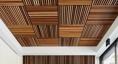 50 Stunning Wood Ceiling Design Ideas To Spice Up Your Living Room Wood Slat Ceiling, Wooden Ceilings, Ceiling Panels, Wood Slats, Ceiling Tiles, 2x2 Wood, Ceiling Design Living Room, Home Ceiling, False Ceiling Design