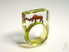 Wood ease – Funny deer ring with a brown deer on a lime green ring made of resin for ructious people