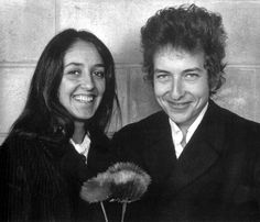 Everything about this picture screams adorable. | Community Post: 17 Times Bob Dylan And Joan Baez Were Cute Together