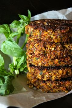 "Crispy Red Quinoa Almond-Tomato ""Burger"" Recipe from Vitols Bello Vitols Bello Vitols Bello Kenney Wein (CookingOnTheWeekends) Burger Recipes, Vegetarian Recipes, Healthy Recipes, Red Quinoa Recipes, Healthy Cooking, Healthy Eating, Cooking Recipes, Quinoa Burgers, Veggie Burgers"