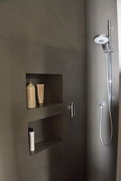 Frescolori Putz Puramente in der fugenlosen Dusche. Mehr Infos unter www.farbefreudeleben.de