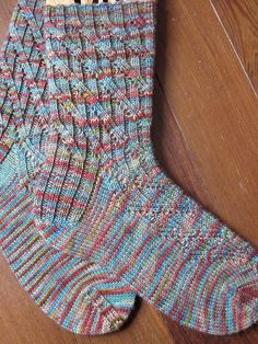 Ravelry: Kandahar pattern by Alice Yu Loom Knitting, Knitting Socks, Knitting Needles, Hand Knitting, Knitting Patterns, Knit Socks, Knitting Ideas, Patterned Socks, Knitting Projects