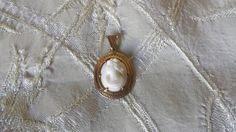Vintage 10k Yellow Gold Engraved Pink & White Shell Cameo Pendant Estate…
