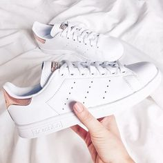 """139 mentions J'aime, 3 commentaires - Edki Boutique (@edkiboutique) sur Instagram: """"OMG! Rose gold and Stan Smith?! LOOOVEE!!  #need #adidas #stansmith #originals #adidasstansmith"""""""