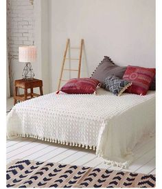 Time for bed. Really. Bohemian mood. . #sweethomestories #buenasnoches  #bedtime #timeforbed #myhouse #myhome #mylife #mylove #bedroom #chic #dormitorio #bohochic #instahome #instadecor #decor #decoração #interior #interieur #interiors #interiores #interior4all #interiordesigner #decoration #interiordecor #home #homedecor #homedesign #homesweethome #instadesign #homestyle  Rstyle.me