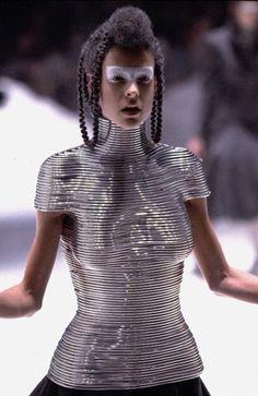 1999-00 - Alexander McQueen show -