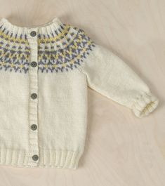 Lapsen kirjoneuletakki Novita Keto Cardigan Pattern, Sweater Cardigan, Filet Crochet, Knit Crochet, Cute Baby Photos, Embroidered Jacket, Baby Knitting Patterns, Knitting Projects, Ravelry