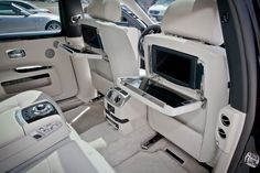 Rolls Royce Ghost extended interior... OMG.