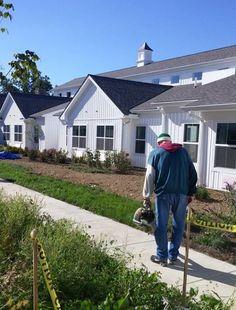 #интересное  Необычный дом престарелых в штате Огайо (8 фото)   Дом престарелых Lantern of Chagrin Valley в городе Чагрин Фолс, штат Огайо, США, бросает вызов всем аналогичным учреждениям своим необычным дизайном интерьера. С целью отойти от привычного депрессивного интерь�