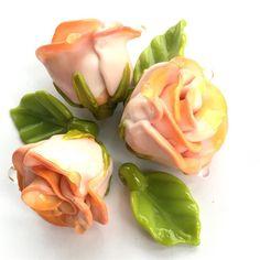 #petrovnalampwork #handmade  #lampwork #my365beads2017 #glass #glassofig #etsyshop #etsyseller @etsy #beading #лэмпворк #бусины #стекло #roses #flowers #salmonroses