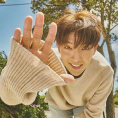 Lee Joon Gi SWEATER PAWS I'M DEAD