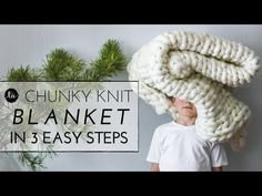 This Chunky knit throw blanket is so easy to make! Have your chunky knit blanket done within a few hours! Perfect for Gifts or to keep you cozy on your couch! Find out how much chunky knit yarn you need to make your blanket. Finger Knitting, Arm Knitting, Knitting Patterns, Crochet Patterns, Knitting Wool, Knitting Ideas, Knitting Needles, Chunky Knit Throw Blanket, Blanket Yarn