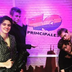 """""""Partying in the @los40principales #vodaphoneyu #yuthevamps"""""""