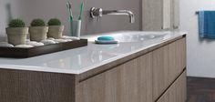 Große Glaswaschtische Große Glaswaschtische zwischen 100 cm und 300 cm Breite als Einzelwaschtisch, Doppelwaschtisch oder Mehrfachwaschtisch (mit 1 Waschbecken, mit 2 Waschbecken oder mit weiteren Waschbecken für Hotelobjekte) gibt es bei Bad-Direkt auf Maß. Rechteckig, gerundet und konkav-gerundet. In über 200 Glaswaschtischfarben (alle RAL-Farben). Breiten