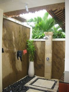 Outside shower for pool house?? Outside Showers, Open Showers, Outdoor Showers, Outdoor Bathrooms, Outdoor Baths, Garden Shower, Home Office Space, Fantasy House, Backyard Paradise