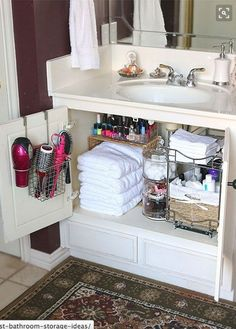What home couldn't use more storage in the bathroom! Check out these creative bathroom storage ideas! bathroom organization, bathroom storage, creative organizing ideas, small bathrooms, DIY home decor ideas Sweet Home, Diy Casa, Ideas Para Organizar, Organization Hacks, Organizing Ideas, Organization Ideas For The Home, Small Apartment Organization, Organising, Apartment Bathroom Decorating