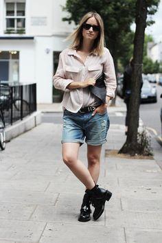 "Blogger Charlotte from ""The Fashion Guitar"" | Shirt (H&M). Denim shorts (H&M). Boots (Balenciaga). Clutch (Givenchy). Sunglasses 'Wayfarer' (Ray-Ban)."