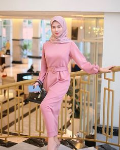 Arab Girls Hijab, Girl Hijab, Muslim Girls, Kebaya Hijab, Muslim Beauty, Casual Hijab Outfit, Beautiful Hijab, Hijab Fashion, Peplum Dress